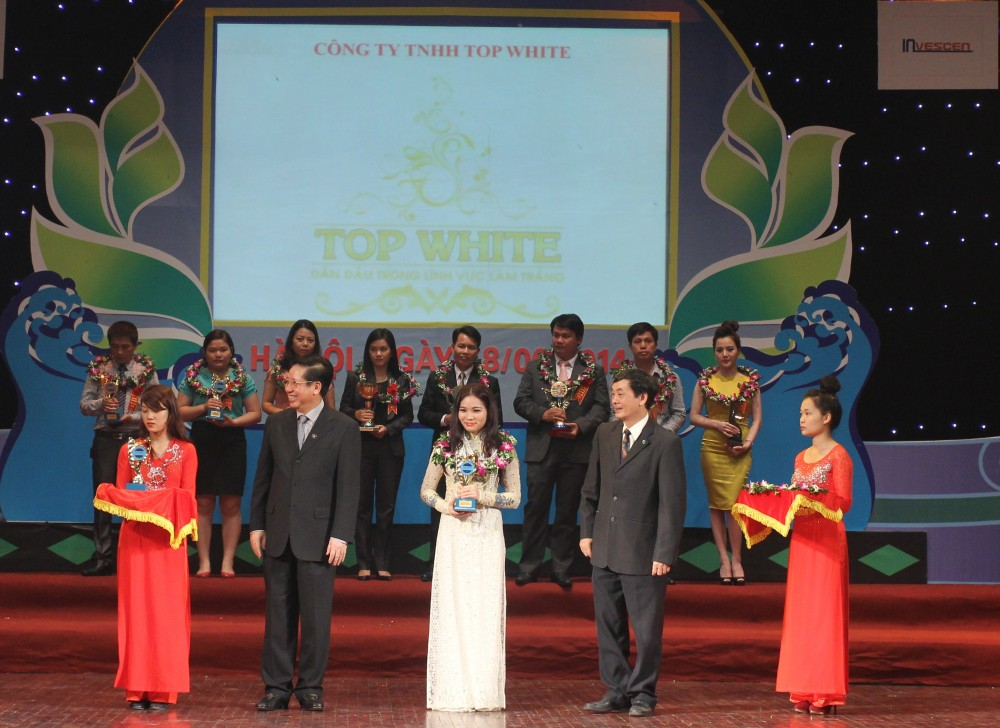 cao-thi-thuy-dung-giam-doc-top-white