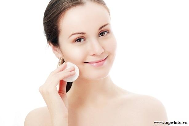 Top White khuyên bạn nên chú ý đến bước loại bỏ bã nhờn trên da