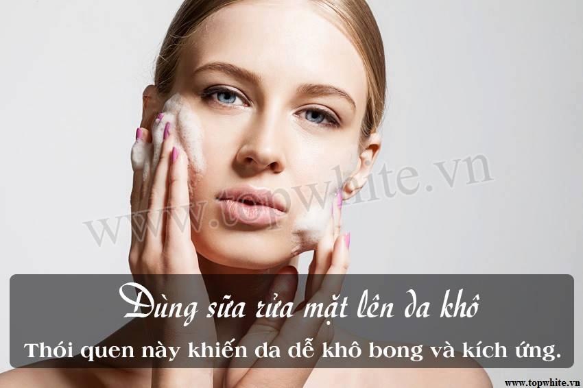 rửa mặt sai cách