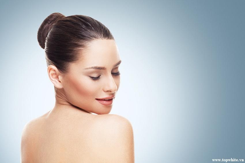 sử dụng kem dưỡng ẩm da thường xuyên để chăm sóc da cháy nắng