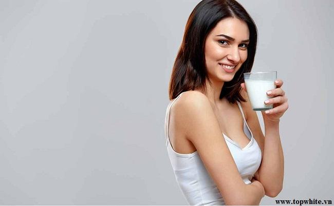 Top White mách bạn sữa ấm giúp bạn ngủ sâu và ngon hơn