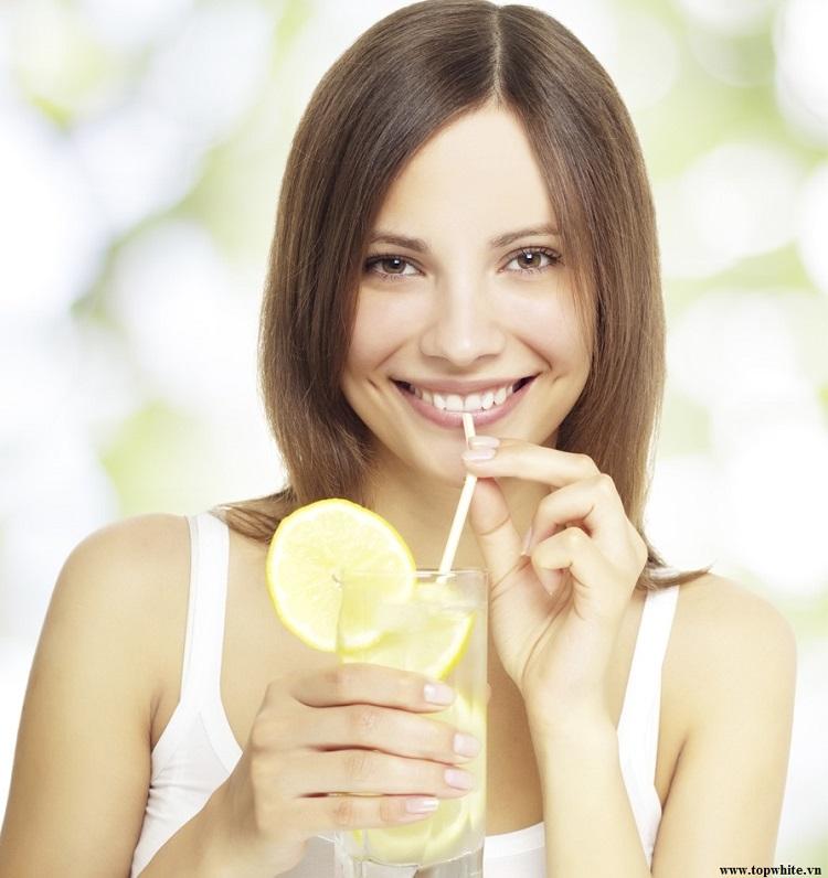 Top White khuyên bạn nên uống nước chanh ấm
