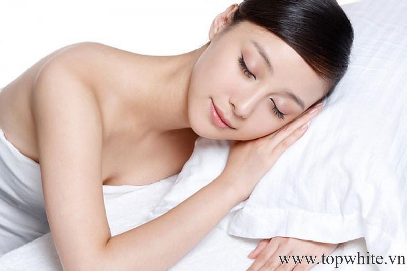 ngủ để làm nhỏ bụng sau sinh