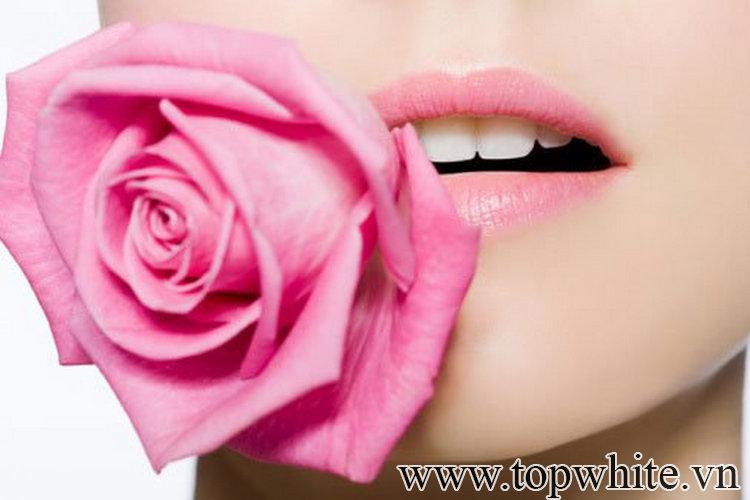 """""""Bỏ túi"""" những lưu ý hữu ích để môi luôn hồng hào mà không cần thoa son"""