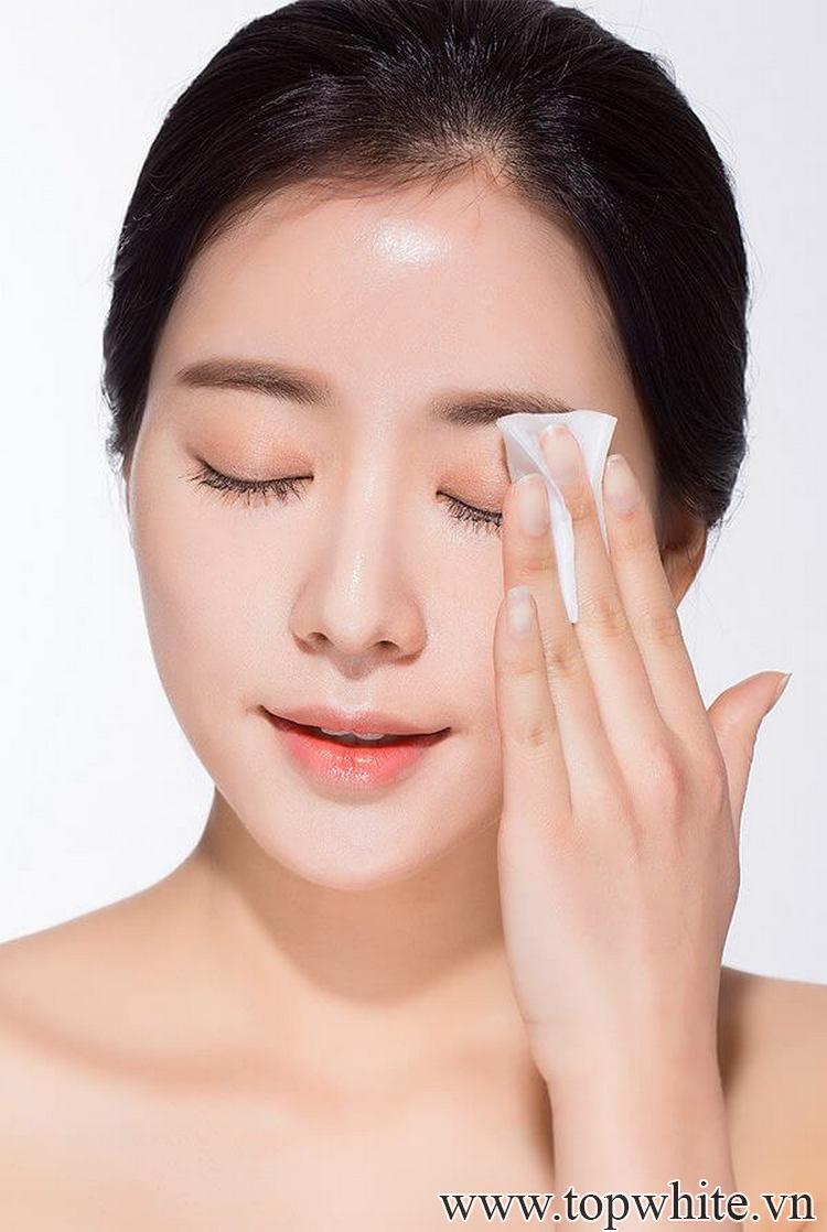 Dầu tẩy trang nào tốt nhất cho da dầu mụn và nhạy cảm